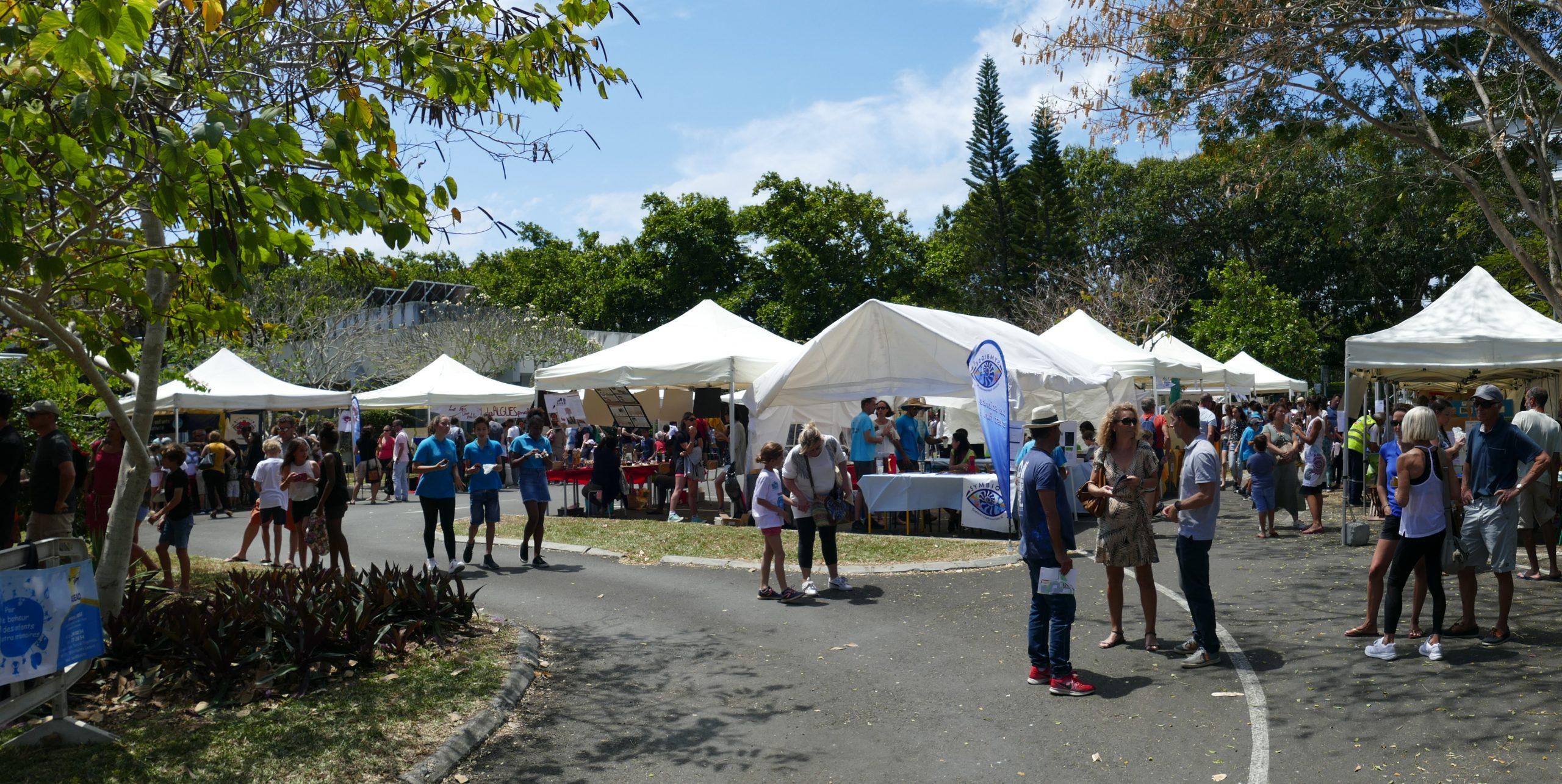 Les lauréats du Concours des jeunes scientifiques au Village des sciences de Nouméa